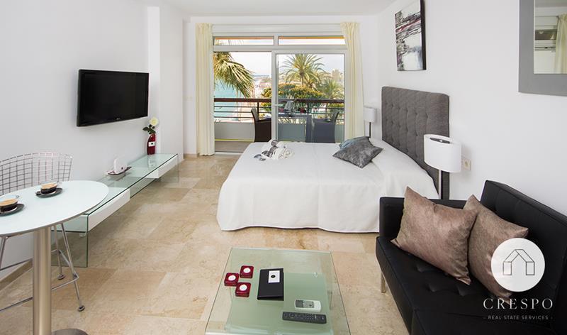 Dormitorio y terraza reforma integral apartamento Santa Clara